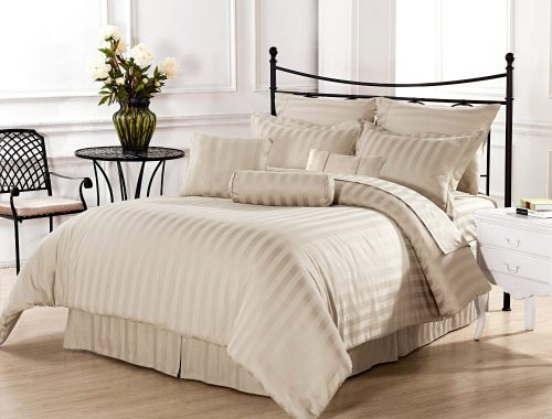 Simple-beige-and-white-bedding-set-idea